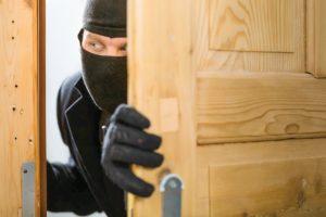 Кража, грабёж и разбой – отличия, признаки и квалификация в уголовном праве